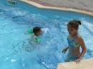 У басейні
